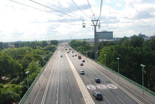 Blick aus der Gondel über die Zoobrücke Richtung Osten