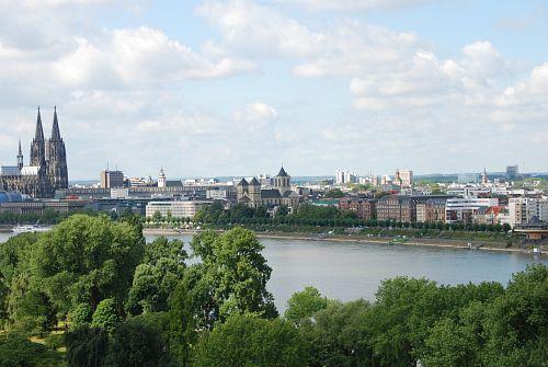 Blick aus der Gondel auf Dom und Kunibertskloster