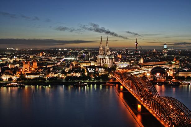 Einbruch der Nacht über Köln