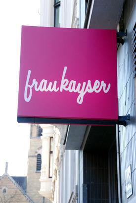 In der Boutique Frau Kayser