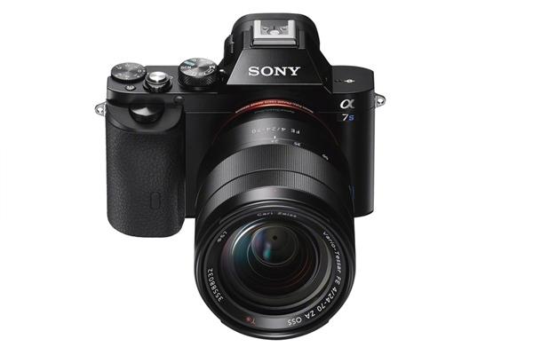 <h5>Mit der A7-Reihe wirft Sony frisches Blut in die Schlacht um die Kunden. Im Bild: die A7S, welche auch Videos in 4k-Auflösung auf dem Kasten hat.</h5>