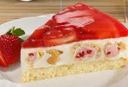 Windbeutel-Torte-mit-Erdbeeren.jpg