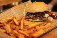 burger-pommes_7538-10_hl_1200.jpg