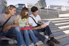 PC590804_Studenten-auf-Treppe_225x150.jpg