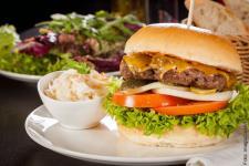 burger_hamburger-salat_imago61184895_juniart_600.jpg