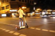 e-scooter-nacht_imago0093087800_ralph-peters_1200x680.jpg