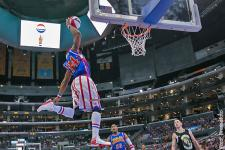 harlem-globetrotters_thunder_law_flying_high_600.jpg