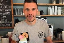 ice-cream-united_eroeffnung_poldi_presse_225.jpg