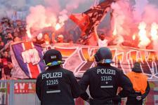 polizei-fans-pyro-565.jpg