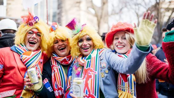karneval-metzemacher-Weiberfastnacht-Severinstrasse-Zug-28_fm.jpg