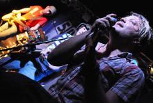 Chris Dumhard: Der 5Bugs-Sänger ist für die Texte der Band verantwortlich. (Foto: Helmut Löwe)
