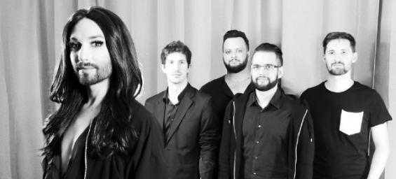 """Conchita Wurst kommt mit ihrer Band zum """"Sommerblut""""-Festival und zeigt ihre Liebe zu Shirley Bassey. © André Karsai"""
