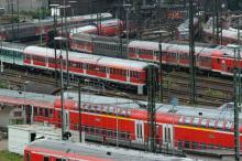 """Die Deutsche Bahn reagiert mit Sonderzügen auf das Großereignis """"Kölner Lichter"""" (Bild: ddp)"""