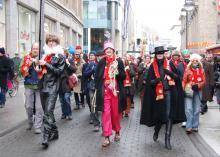 Demonstration durch die Innenstadt Bekannte Künstler aus Köln protestierten gegen den Neubau des Schauspielhauses (Foto: R. Gasper)