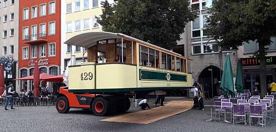 Ankunft der nachgebauten Straßenbahn am Alter Markt Foto: TimeRide GmbH/Matthias Flierl