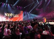 Das Germanys Next Topmodel Finale 2009: Heide Klum und ihre Finalistinnen vor 15.000 Zuschauern. (Foto: www.lanxess-arena.de)