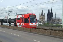 """Auf zehn Straßenbahnen der KVB ist derzeit eine Werbung des Computerspiels """"World of Tank"""" zu sehen. (Foto: dapd)"""