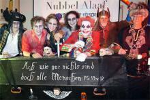 Schaurig schön: Auch beim kölschen Halloween dürfen gruselige Kostüme, Särge und Spinnennetze nicht fehlen (Foto: Cora Finner)
