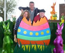 Aus dem Ei gezaubert: Linus mit den Talenten Lenny Rummel (l.) und Guido Liska (Foto: Cora Finner)