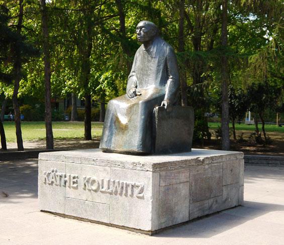 Gustav Seitz, Denkmal  Käthe Kollwitz, Bronze, Berlin- Prenzlauer Berg, Kollwitz-Platz 2017 © Käthe Kollwitz Museum Köln