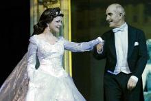 Küss die Hand: Sissi bei ihrer Hochzeit Foto: ASA Event