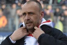 Köln trifft auf den Tabellenfünften Cottbus: Da muss sich nicht der grippekranke FC-Coach Holger Stanislawski warm anziehen (Foto: dapd)