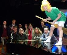 Von musikalisch bis verhext: So unterschiedlich wie das Programm sind auch die Gäste im Tanzbrunnen (Foto: Cora Finner)