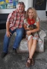 Gespannt und voller Vorfreude: Das galt nicht nur für Tommy Engel und Irene Schwarz, sondern auch für den Dackel (Foto: Cora Finner)