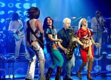 Die Sängerinnen Katja Nord und Camilla Dahlin mit den Abba-Stars Ulf Andersson und Mats Ronander