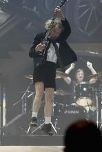"""Angus Young: Einer der """"bösesten Schuljungen"""" der Musikszene. (Foto: ddp)"""