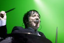 Bela B.: Trommelt, singt und blödelt hin und wieder mit seinen Bandkumpels und dem Publikum. (Foto: dapd)
