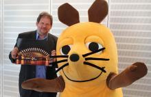 Georg Alef und die WDR-Maus präsentieren das Feuerwerkskonzept für die Hohenzollernbrücke (Foto: Christian Rentrop)