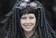 Besucherin des Amphi-Festivals: das richtige Outfit ist entscheidend. (Foto: Helmut Löwe)