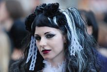 Auch 2010 wieder dabei? Eine Besucherin des fünften Amphi Festivals 2009 im Kölner Tanzbrunnen. (Foto: Helmut Löwe)