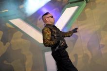 """And-One-Frontmann Steve Naghavi: gab den 16.000 Fans den """"totalen Steve"""". (Foto: Helmut Löwe)"""