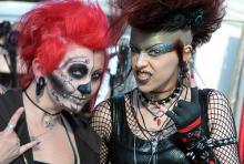 Etwas Punk, etwas Tod - von vielem ein bisschen: Besucher des Amphi-Festivals 2012. (Foto: Helmut Löwe)