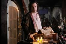Rafe Spall als William Shakespeare. (Credit: Sony Pictures)