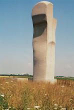 Moderne Kunst am Wegesrand. (Foto: Edwin Süselbeck)