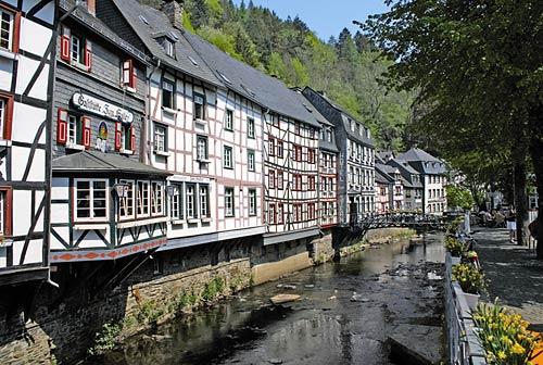 Durchs rurtal und malerische monschau for Hotels in eifel germany
