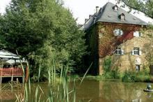 Burg Mauel: Urige Einkehr in mittelalterlichem Gemäuer. (Foto: Fritz Schnell)