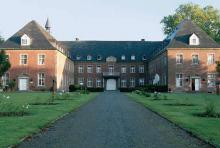 Kloster Langwaden: im 12. Jh. als Prämostratenserinnenkloster gegründet; Klosterbier gibt's auch. (Foto: Wirtschaftsförderungsgesellschaft Rhein-Kreis Neuss mbH)