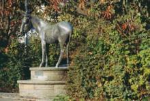 Bechener Esel: Die Bechener sammelten für ihre Bronzestatue. (Foto: Michael Bengel)