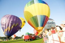 Am Wochenende dreht sich in Köln alles um die bunten Heißluftballons (Bild: Veranstalter)