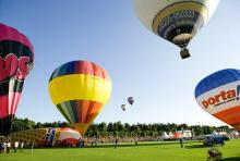 Das Ballonfestival im August: 60 bunte Riesen schweben über Köln.