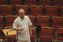 Dirigent Daniel Barenboim bei der Generalprobe von Beethovens  1. und 2. Sinfonie in der Kölner Philharmonie.