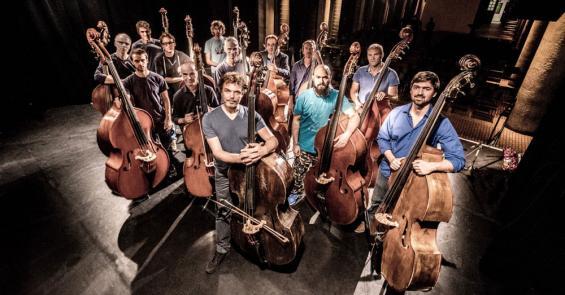 """Bei der Musiknacht 2012 trat """"Bassmass"""" erstmals auf: In diesem Jahr loten 13 Musiker die Möglkichkeiten des klassischen Jazz-Basses auf. Foto: Schindelbeck"""