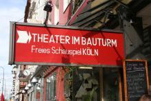 """Das """"Theater im Bauturm"""" an der Aachener Straße steht mit 12,2 Prozent in der Beliebtheitsskala der freien Theater ganz oben. Die Skulptur """"In die Zukunft horchend"""" darf bleiben. Foto: Jürgen Schön"""