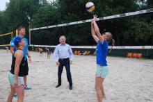 OB Jürgen Roters freut sich auf das Event: Trainingseinheit mit Nationaltrainer Stefan Hübner.