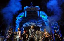 """DJ Bobo auf der letzten Tour """"Vampires Alive"""" Talentierte Artisten, Tänzer, Musiker (Bild: ddp)"""