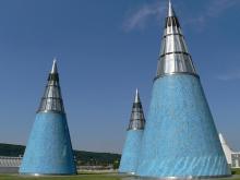 Die Bundeskunsthalle: Die drei Lichttürme auf dem Dach sind weithin sichtbar. (Foto: Helmut Löwe)